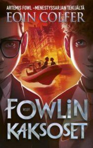 Fowlin kaksoset kirjan kansi. Etualalla kaksi poikaa, puolikuvassa. Heidän keskellä mootorivene, jossa kolme ihmistä.
